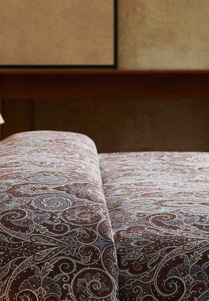 Le motif Paisley imprime son style sur tous les textiles